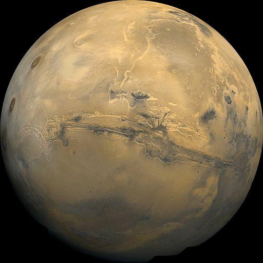 Der Mars ist der zweitnächste Planet zur Erde. (Foto: NASA / USGS, PIA04304 catalog page, via Wikimedia Commons)